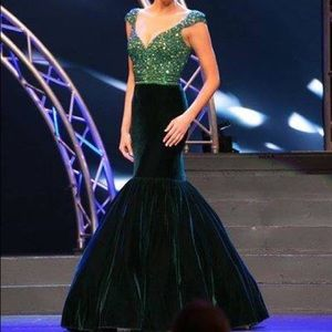 Emerald Johnathan Kayne Gown Size 2